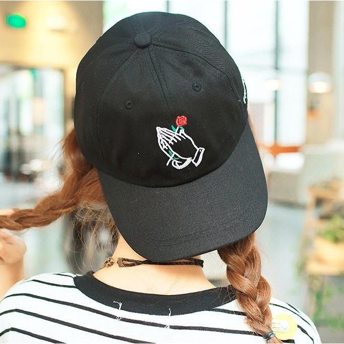 韓國 拍手玫瑰花朵刺繡手指手勢手掌棒球帽彎帽老帽鴨舌帽子K661