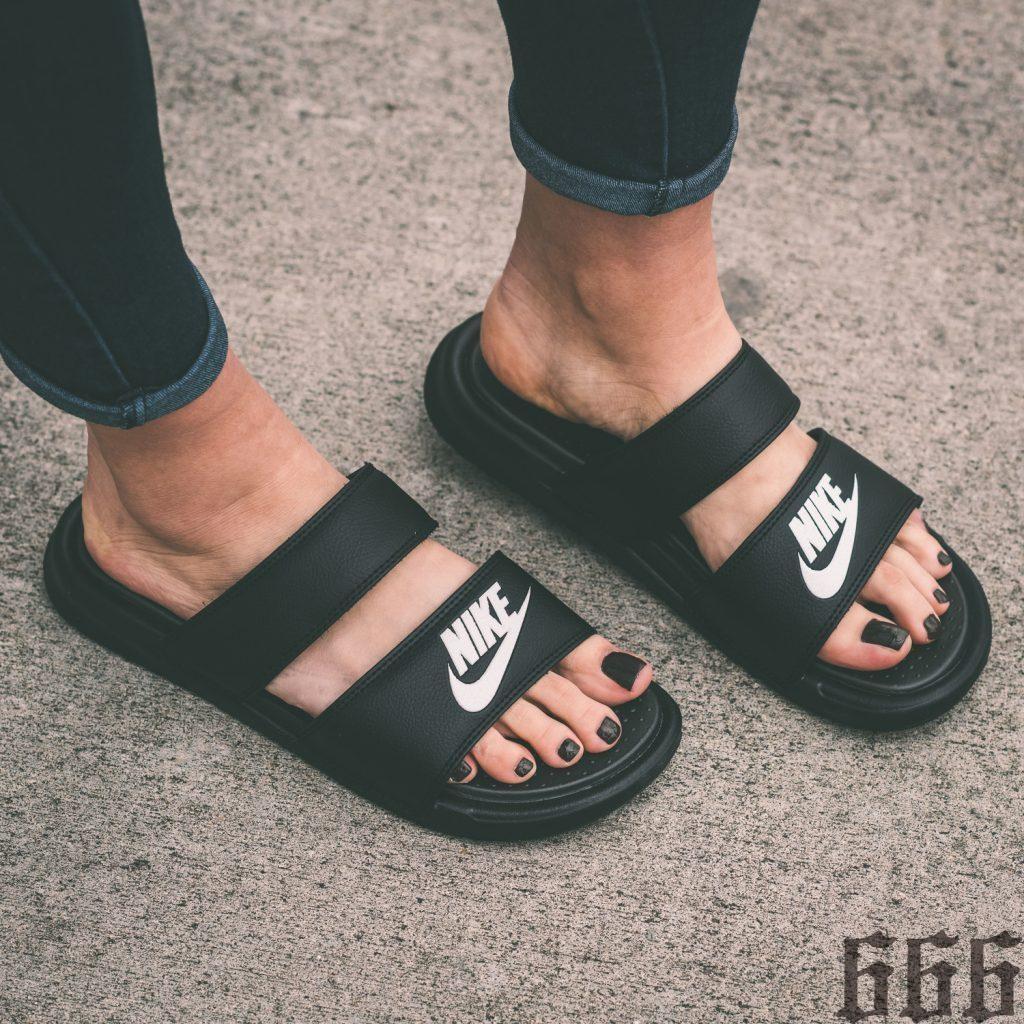 Nike Benassi Solarsoft 黑全黑拖鞋705474 091 US 5 1