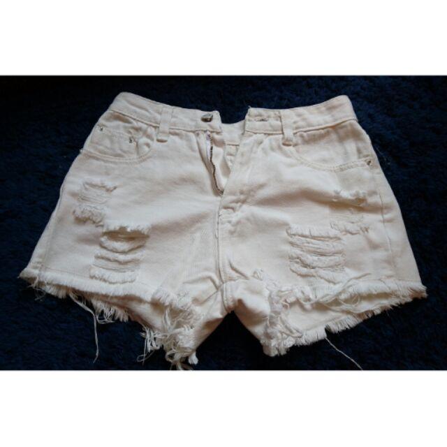 白色破壞感短褲