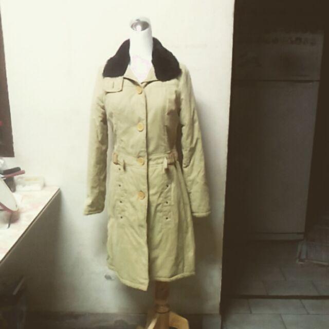 淡黃綠色長版大衣外套衣服秋裝