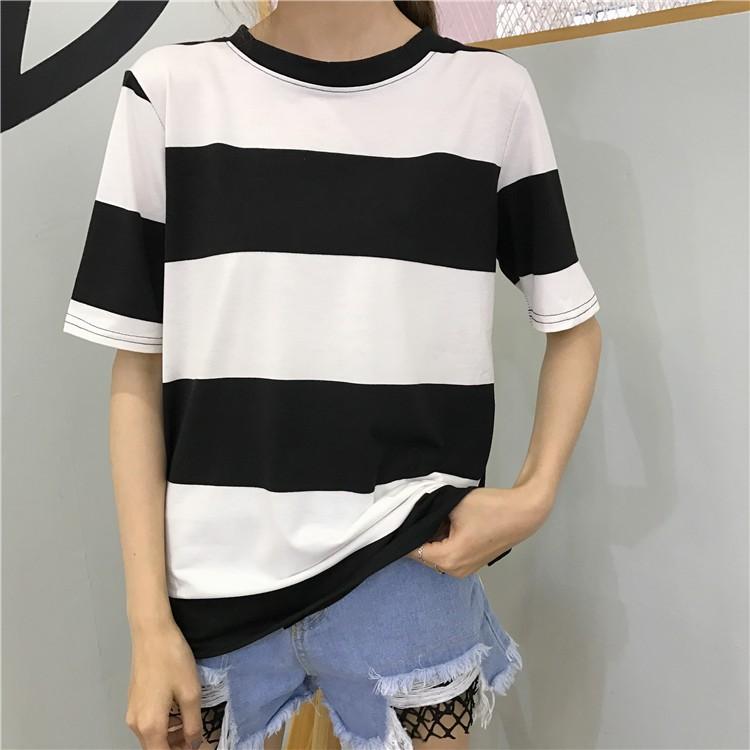 2017 年正韓女生衣著 百搭簡約 大碼女生衣著開叉黑白寬松條紋短袖T 恤