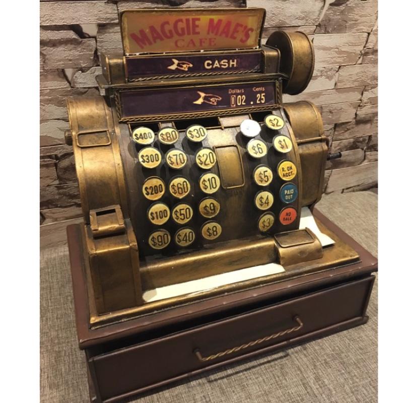 鐵製復古 收銀機,可投硬幣做存錢筒,下方有抽屜可製物