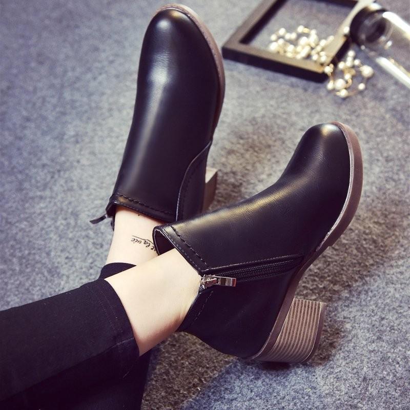 ~千惑衣閣~短靴女春秋單靴粗跟中跟女士皮靴馬丁靴 英倫風裸靴 潮