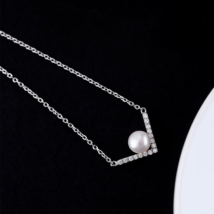 鋯石天然珍珠V 字母項鍊女鎖骨鏈s925 純銀日韓國學生甜美百搭生日