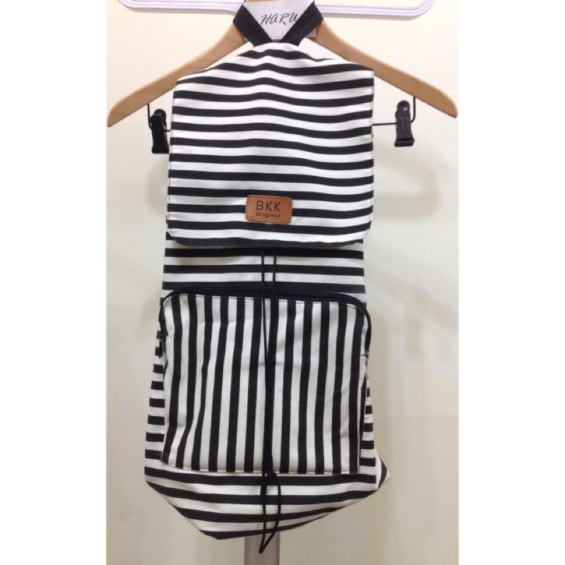 九成新背兩次:泰國BKK 直條帆布抽繩束帶大容量磁扣後背包雙肩包