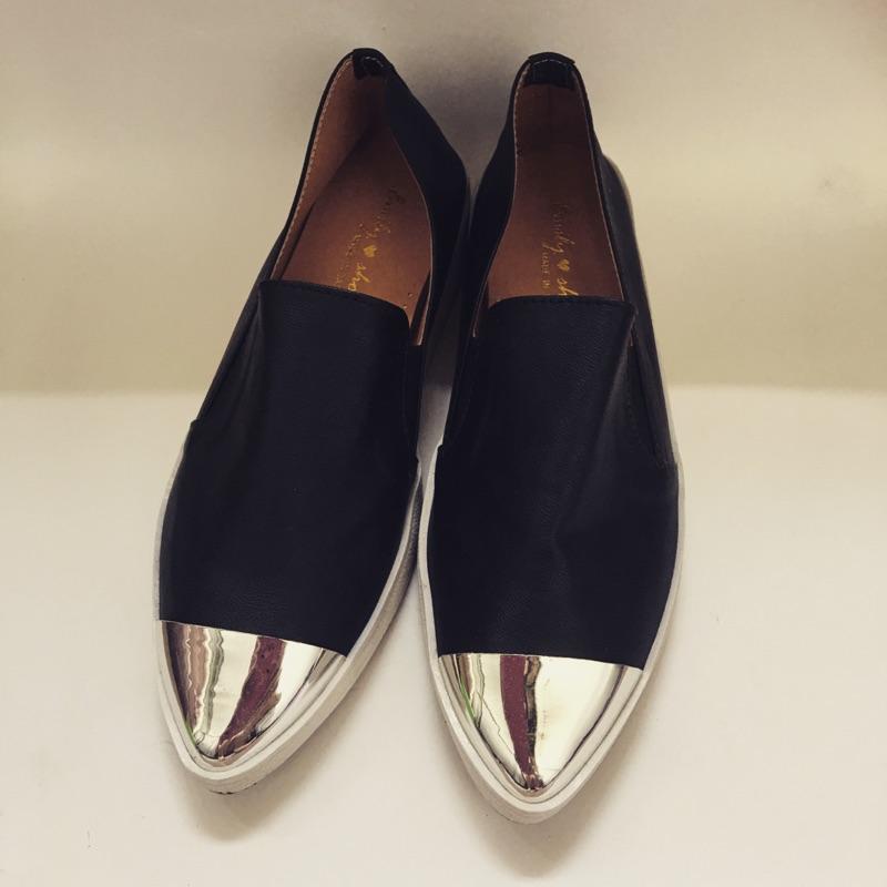 仿金屬尖頭平底鞋黑色皮革輕便鞋休閒鞋福樂鞋