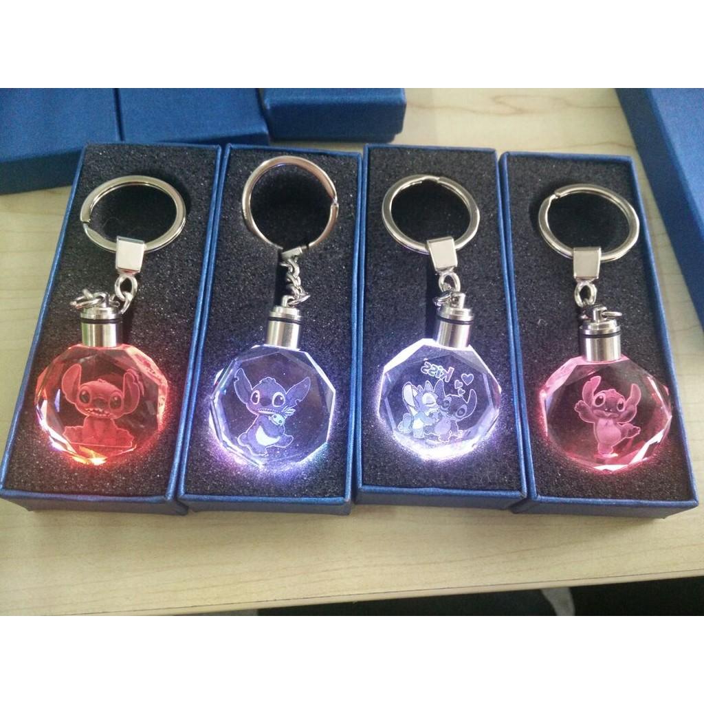 ~滿額送小 ~~kiss 史迪奇7 彩LED 水晶卡通鑰匙圈動漫情侶收藏 品卡通動漫動物可