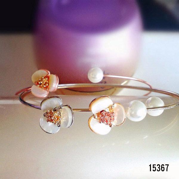 ~每件129 3 件229 ~韓風貝母梅花珍珠手環手鐲‧T 15367 金、銀