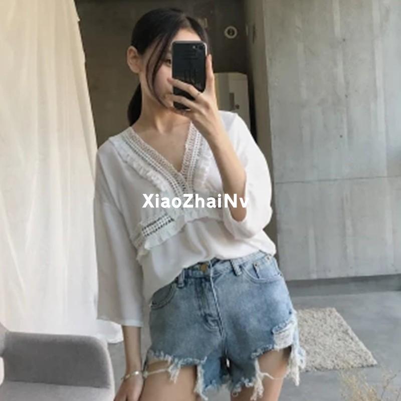 韓妞 短袖上衣V 領镂空木耳邊甜美chic 風上衣柔美短袖雪紡衫女夏2017 潮