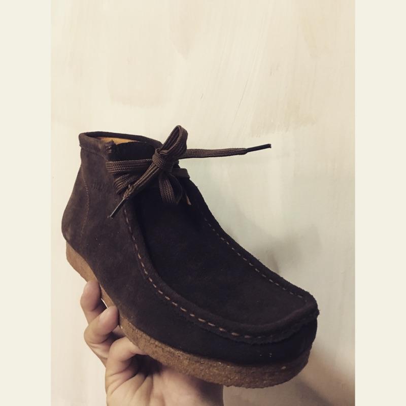 生膠鞋庫存品脫膠亂賣非clarks 克拉克袋鼠鞋沙漠靴麂皮真皮馬汀靴gd 雅痞