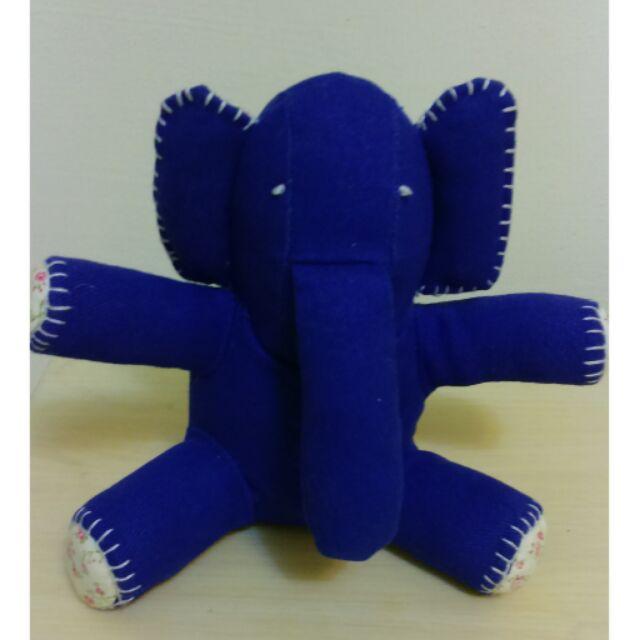 A la sha 大象售出小熊鱷魚蛋頭麗莎綠色兔兔妙妙貓憤怒鳥玩偶玩具擺飾
