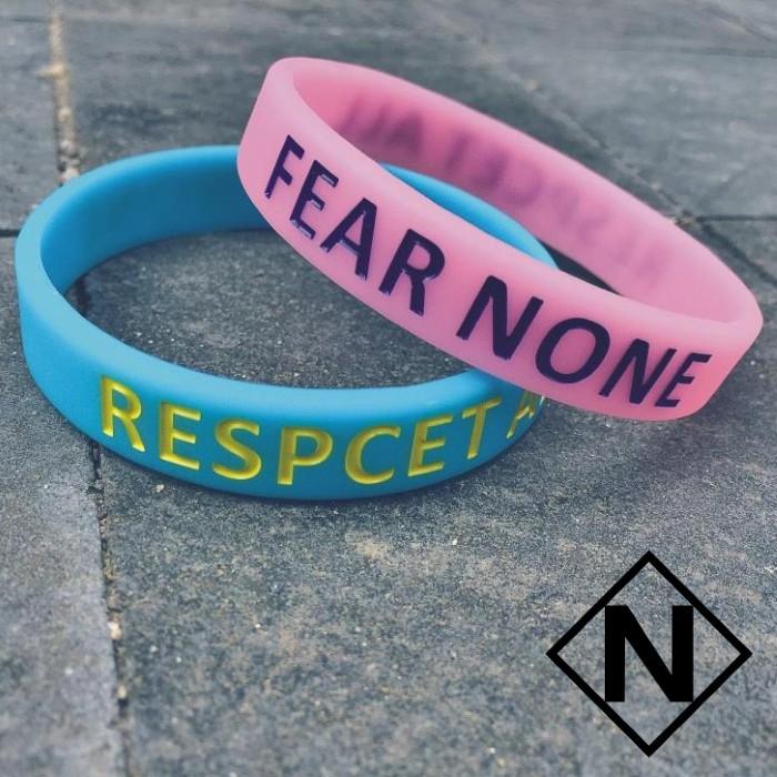 ~NE 飾品~FEAR NONE RESPECT ALL 夜光手環無所恐懼尊重所有凹刻字母