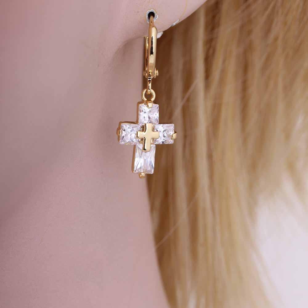 1 對透明水晶鋯石18K 金十字架耳環