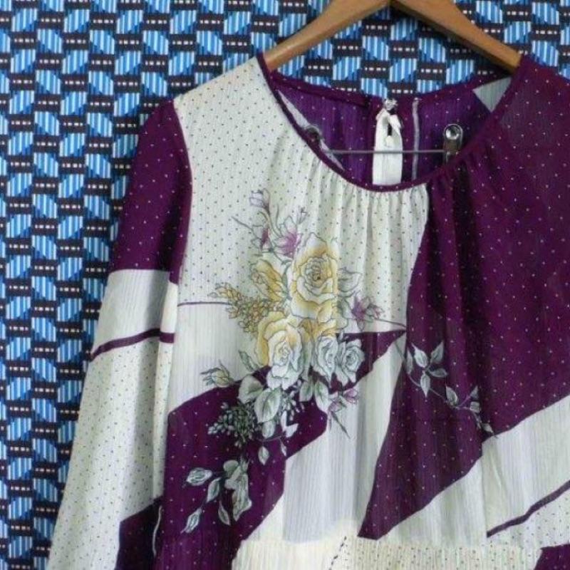 復古古著紫白花卉點點百褶雪紡紗洋裝