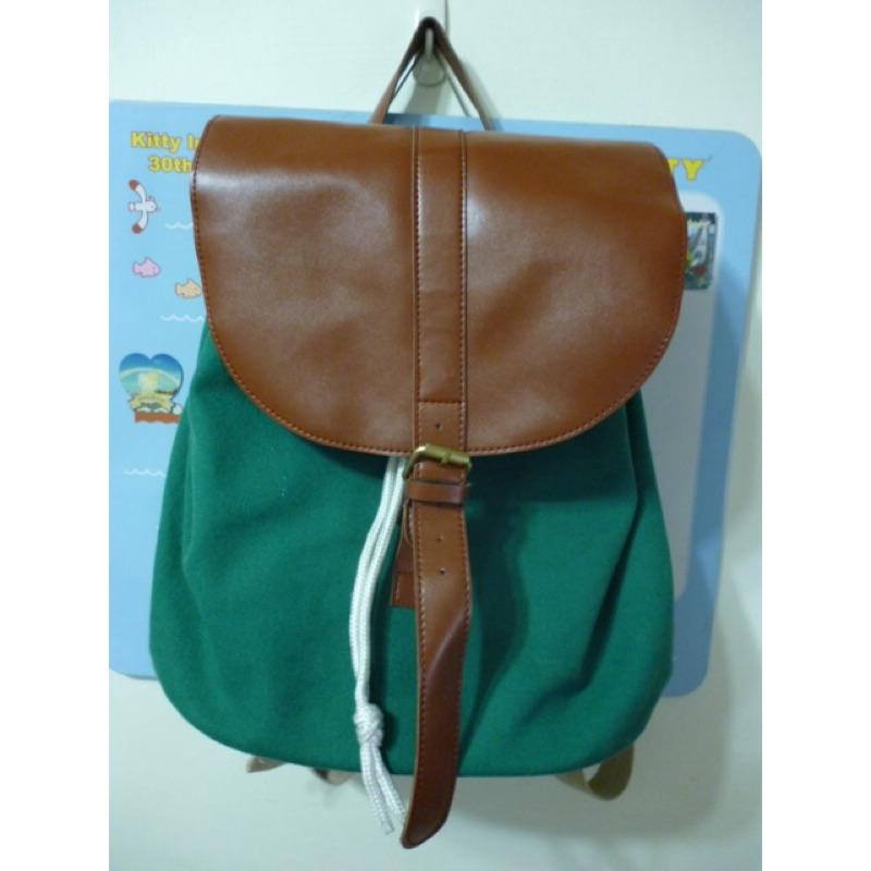 綠色帆布後背包