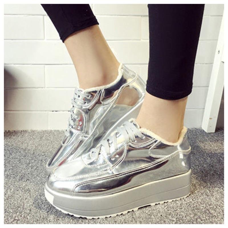 休閒鞋厚底鞋LoVie 素面金屬光鏡面繫帶圓頭內增高裹毛厚底鞋休閒鞋