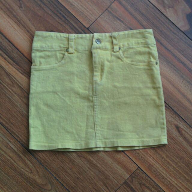 鵝黃色牛仔短裙