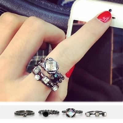 Izzy shop 烏金色水鑽寶石戒指四件組