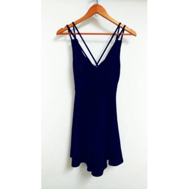 好 黑色小短洋裝露背交叉襯墊短洋裝