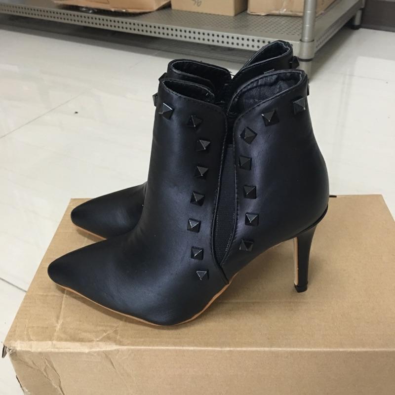 106 321 尖頭高跟馬丁靴短靴細跟短靴裸靴短筒靴黑色35