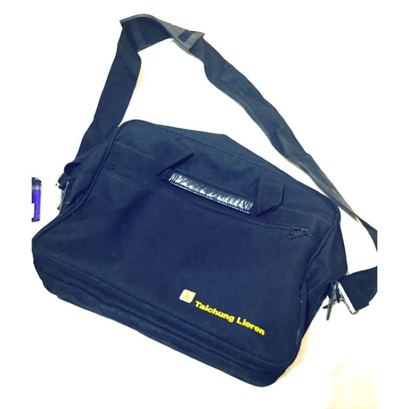 18 吋黑色筆電包公事包