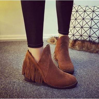 直人 ► 雜誌款流蘇短靴麂皮踝靴子圓頭低跟側V 口裸靴平底鞋馬靴三色