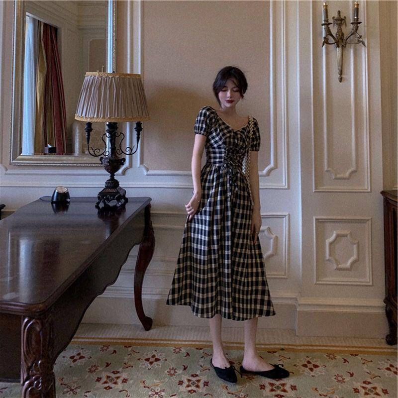 【免運】夏款V領格紋短袖連衣裙時尚收腰法式超顯瘦遮肉大擺長裙