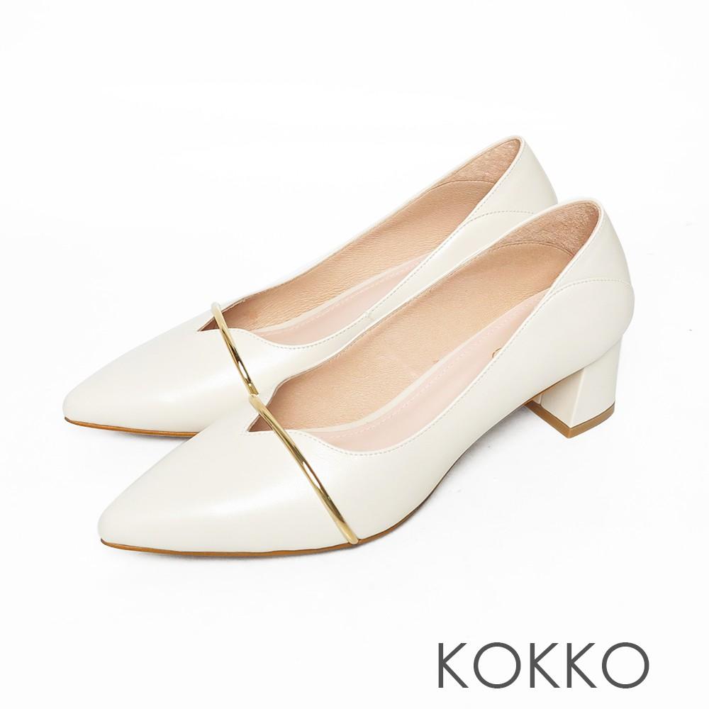 KOKKO尖頭柔軟羊皮金屬條方塊粗跟鞋霧米色