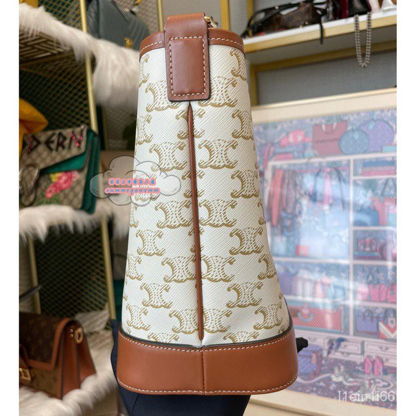 【海外正品代購】CELINE 賽琳Triomphe Bucket小號 新款 白色凱旋門老花水桶包/單肩包/斜背包1914