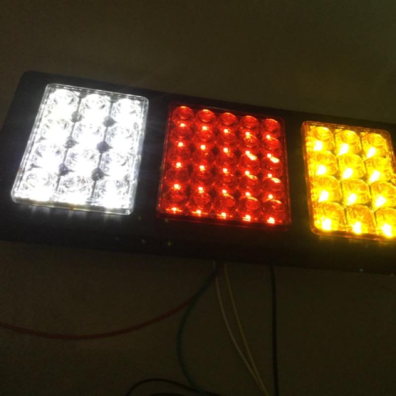 高亮度LED燈珠-LED新款透鏡式後燈組-含黃光方向燈-紅光煞車燈-白光倒車燈-貨車尾燈-12V-24V-48V