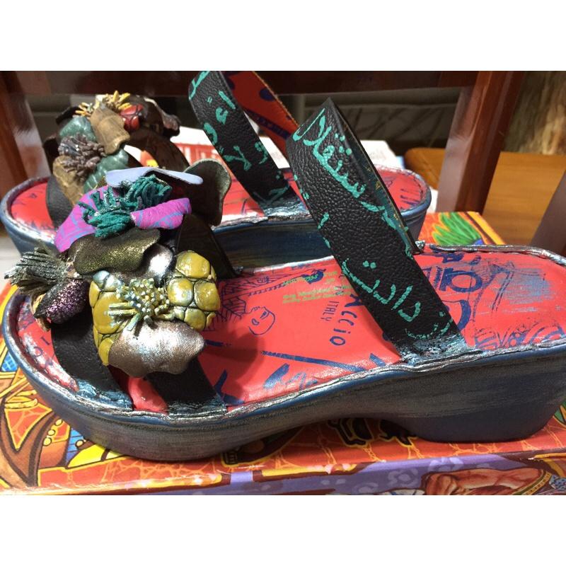 近全新⭐原價5880元⭐Macanna麥坎納⭐銀樺系列~凱納星⭐左右不同配色花⭐氣墊式厚底涼鞋/拖鞋37.5號