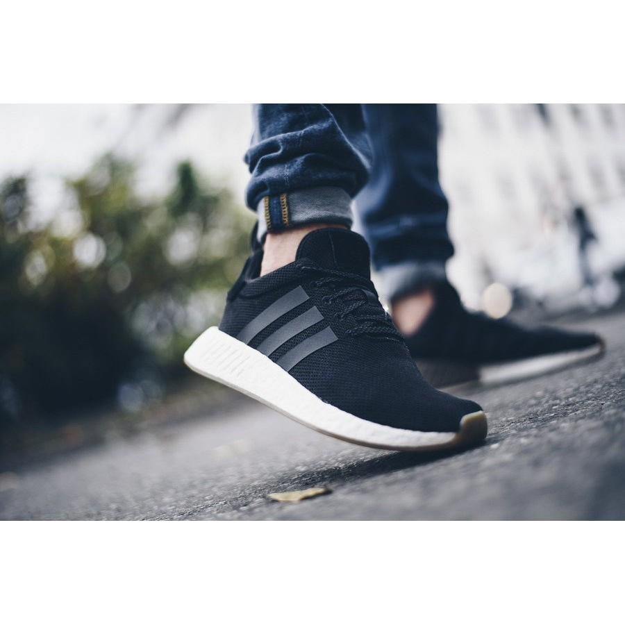 hot sales 3a922 61f2d adidas NMD R2 BOOST 男 休閒鞋 卡其 BY9916 黑 BY9917