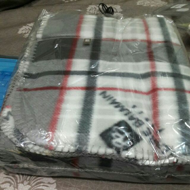 Pierre Balmain灰色毛毯