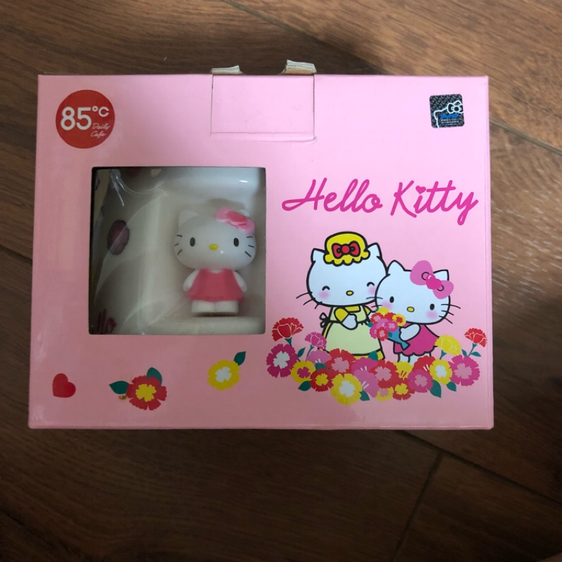 85度C Hello Kitty造型馬克杯 白色溫馨款。紅色溫馨款