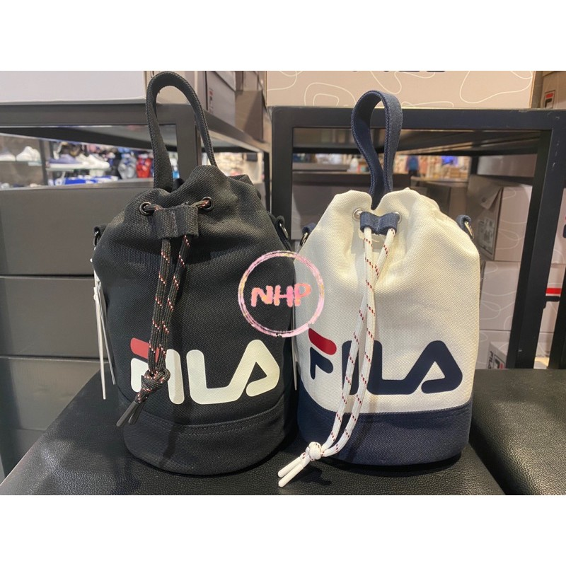 Fila 手提包 水桶包 圓筒包 肩背包 側背包 束口包 黑色 白色 休閒 復古 運動