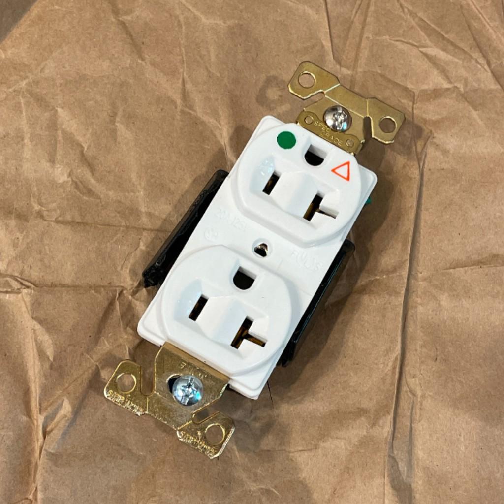 美國 EATON COOPER IG8300W IG8300 125V 20A 獨立接地 白色 醫療級插座 五爪結構