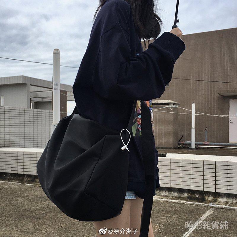 Punkhoo 斜挎包女大容量暗黑純色簡約單肩運動休閒百搭學生健身男 LUjZ