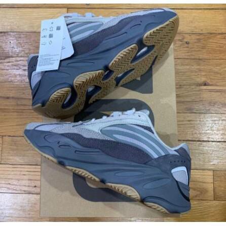 全新 Adidas Yeezy Boost 700 V2 黑棕 咖啡色 反光 椰子 男鞋女鞋 老爹鞋 EG6860 現貨