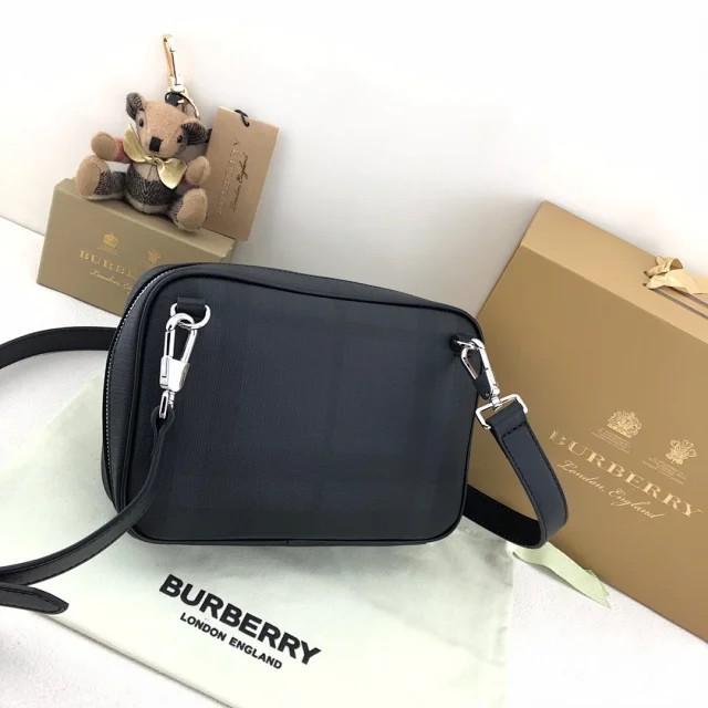 二手正品Burberry 巴寶莉2020新款男士精巧黑色斜背包 郵差包翻蓋包 斜背包 側背包 斜挎包男士腰包胸包