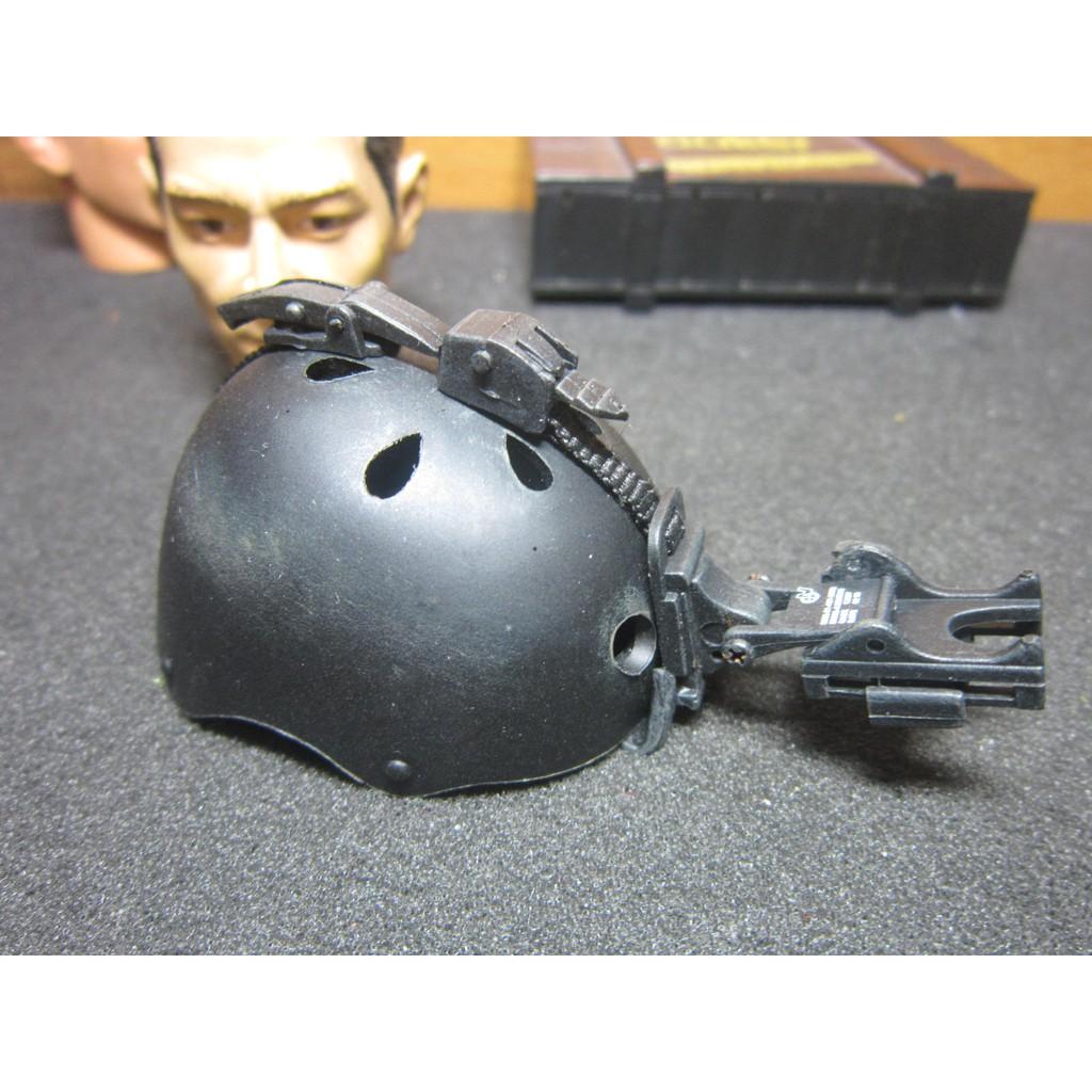 AJ1特戰部門 HOTTOYS傘兵1/6黑色舊化傘兵盔一頂(洞洞安全帽) 附可動夜視鏡座