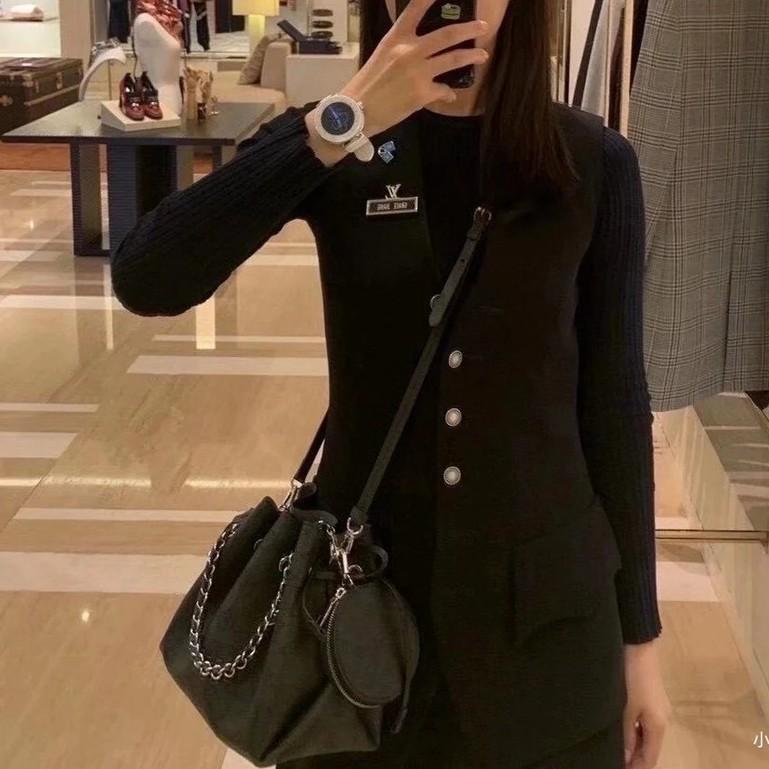 現貨 LV 路易威登 新款bella 水桶包 女士精品包包 單肩斜挎包 鏤空牛皮購物袋 編織女款手袋 兩件套
