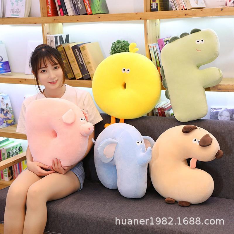 ⚡全場現貨⚡ 萌趣卡通動物字母抱枕造型類毛絨玩具兒童房裝飾陪伴玩偶床頭靠墊 0304