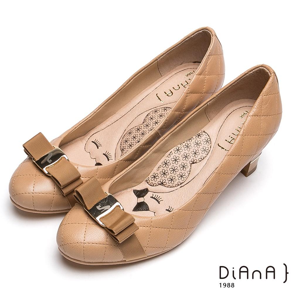 DIANA 超厚切LADY款--雷射飾釦綿羊皮跟鞋-駝 9335-41
