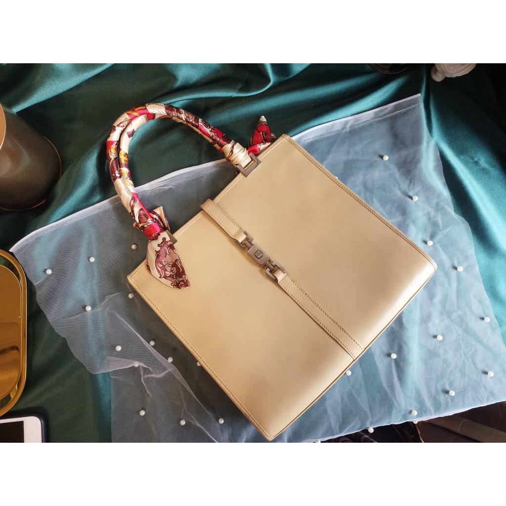 e3f489ade159 「中古奢品」Fendi芬迪 7.8新牛仔休閒斜揹包稀有款Vintage 中古美品木子家  蝦皮購物