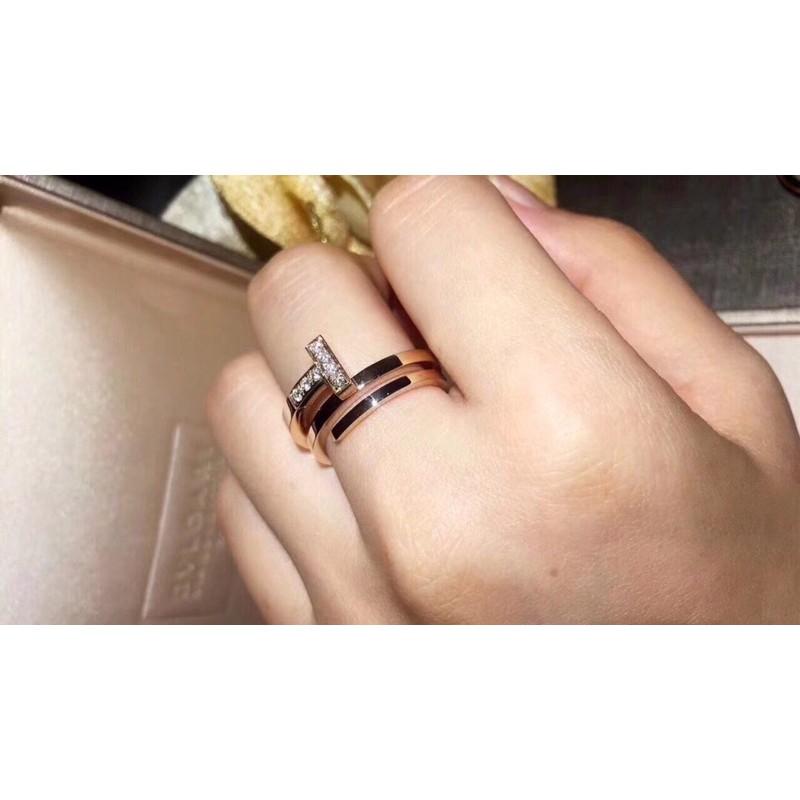 不二家&美物💎Tiffany 蒂芙尼 雙T戒指 三環戒指💍靈感來自1969年首次推出的標誌性 微妙的雕刻工藝簡潔而有張力