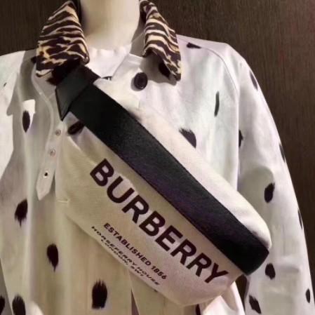 美惠子《二手正品》Burberry 黑白配色 大字母logo 尼龍腰包 斜背包 現貨 超讚