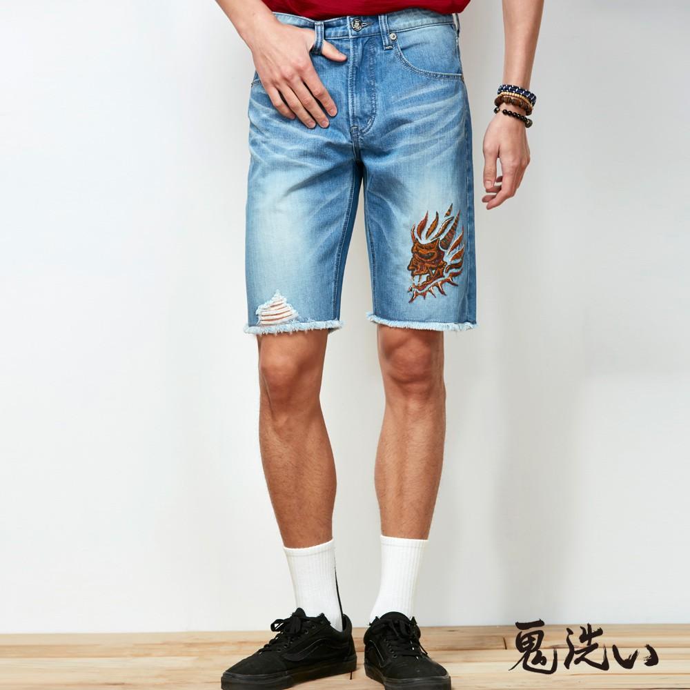 BLUE WAY 鬼洗 ONIARAI-潮流鬼洗-側鬼虎紋精繡丹寧短褲(刷破款)