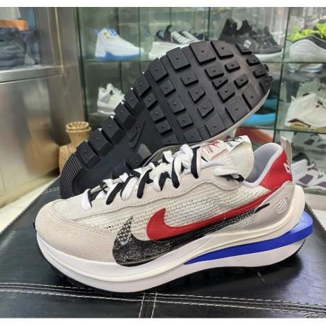 """Sacai x Nike VaporWaffle """"Royal Fuchsia""""灰白 CV1363-100"""