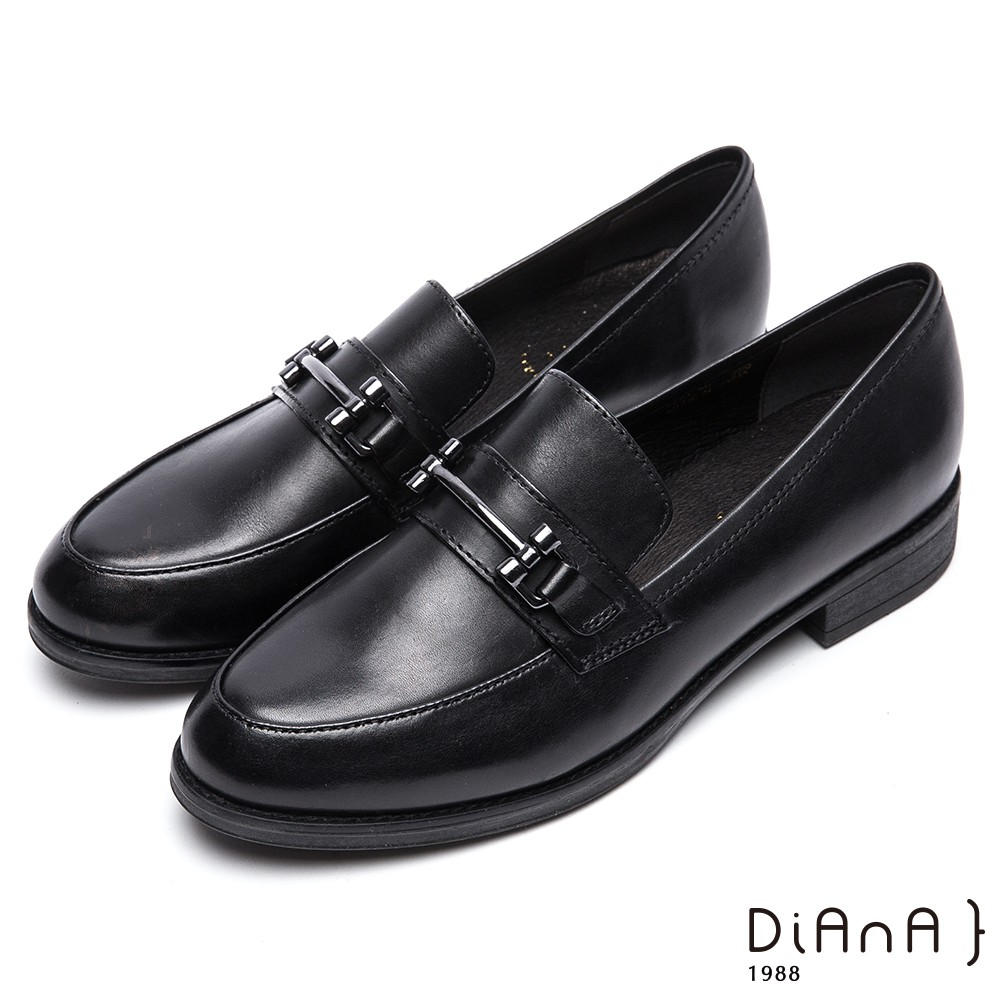 DIANA 魅力簡約--質感真皮馬銜釦樂福鞋-黑 9302-90