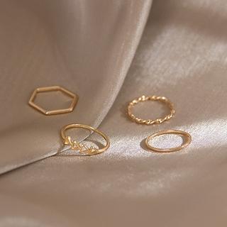 Bene 戒指套裝 4 件套簡約韓國時尚幾何形狀戒指,  適合女性女孩時尚珠寶禮物極簡主義銀金戒指 Cincin